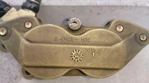 '14 7 18 ブレンボ製 キャスティング 4Pot キャリパー 02 Reサイズ小.jpg